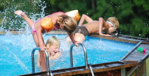 un brassard de piscine pour la sécurité de l'enfant et du bébé