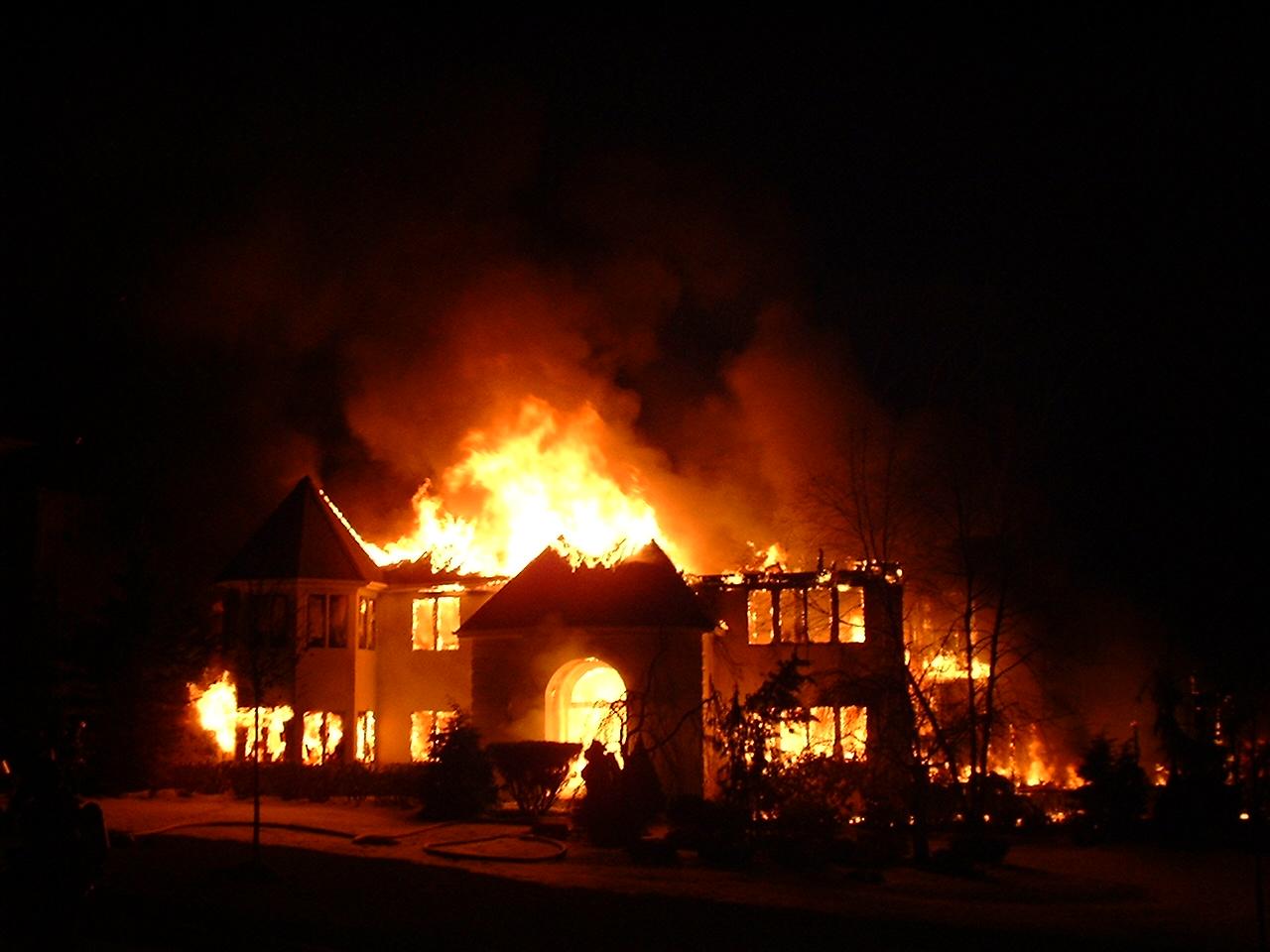 Incendie dans une maison que faire mysecurite for Alarme feu maison