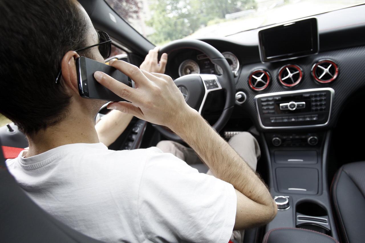 telephone au volant nantes oubli du clignotant usage du t l phone les les ravages du t l phone. Black Bedroom Furniture Sets. Home Design Ideas