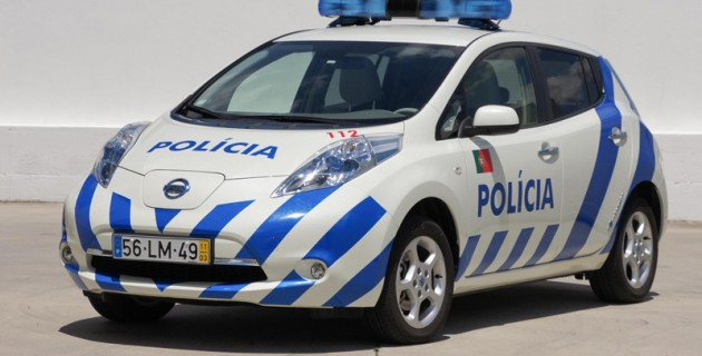 vehicule-police-nissan-leaf