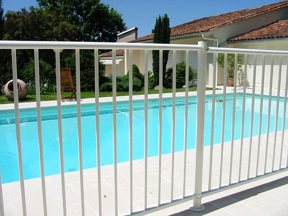 Cl ture de piscine la solution s curit for Cloture amovible pour piscine