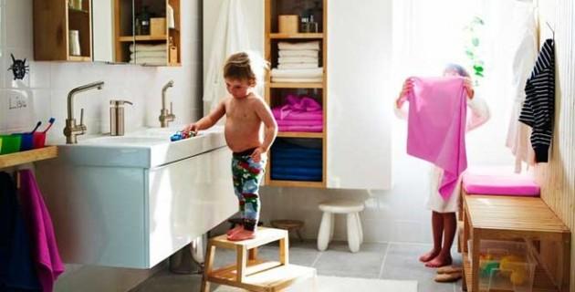 Enfant et salle de bains