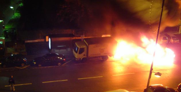 feu-voiture-montrouge-paris-2012