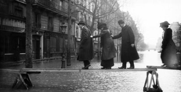 Paris_1910_Inondation_avenue_Ledru-Rollin