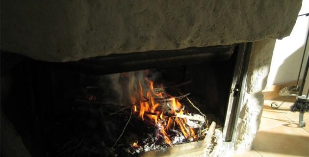Feu de chemin e et incendie comment l 39 teindre - Comment allumer un feu de cheminee ...