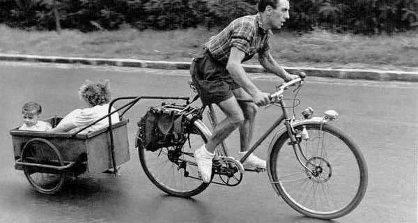 DOISNEAU-1365-Cycliste-et-pere-1950
