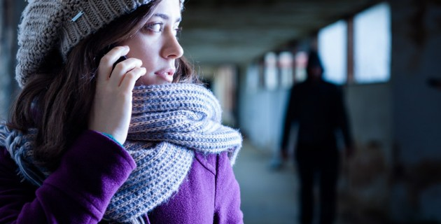 telephone-danger-femme-mondiale-assistance-securite-protection