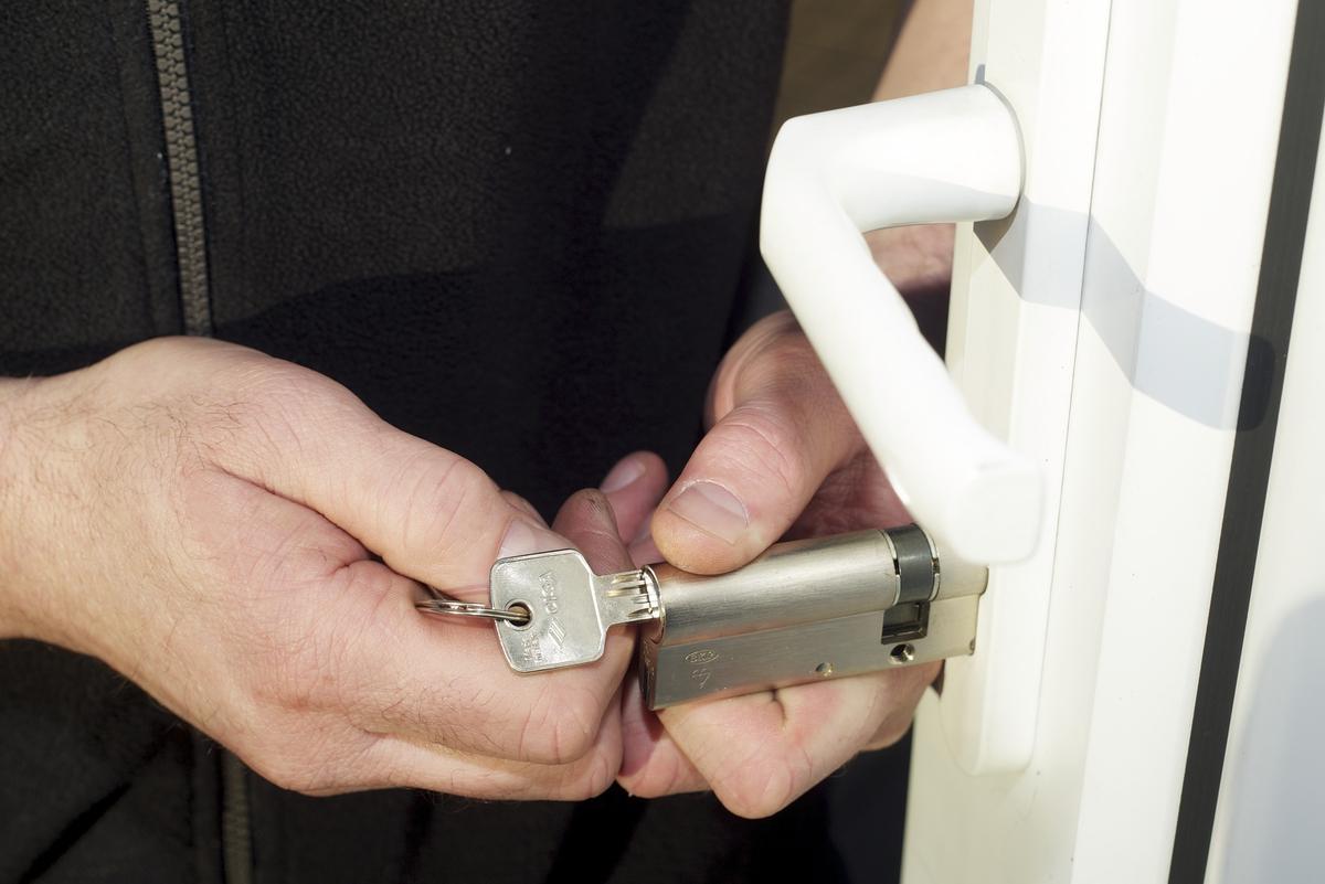 Installation de porte blind e prix et choix d 39 un professionnel - Installer une porte blindee ...
