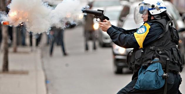 626727-appel-calme-policier-tire-bombe